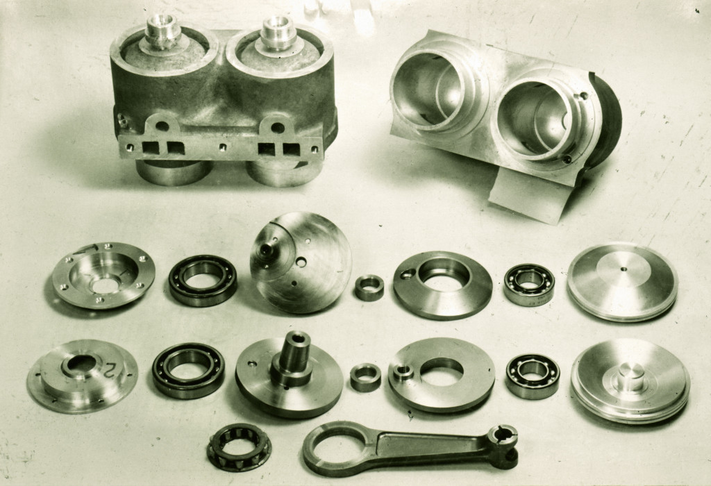 Aluminium block and EN24T four bearing crank assembly. That's a titanium rod as well, in about 1977!